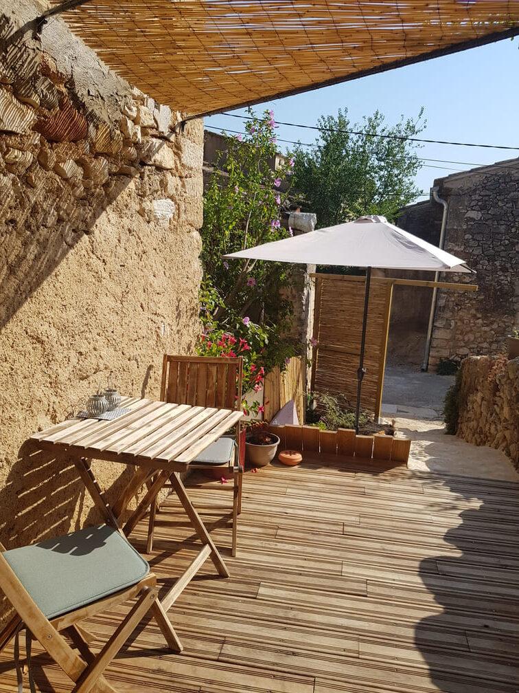 terrasse d'un petit jardin